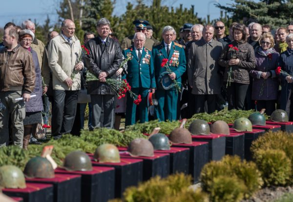 Эхо войны:  Почести погибшим солдатам