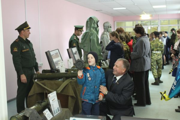 Военная выставка от «академиков»