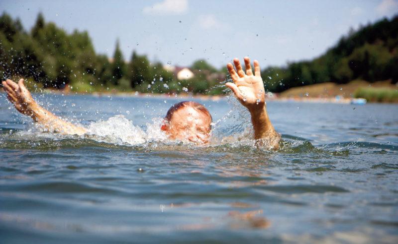Вода продолжает забирать человеческие жизни.