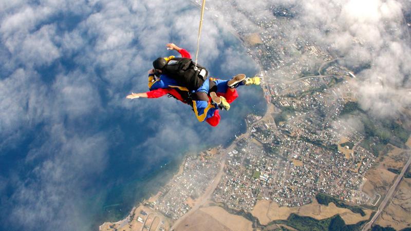 С парашютом за спиной, или как костромские пенсионеры продлевают свою молодость