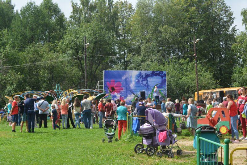 Праздники:  В честь дня рождения области — концерт и развлечения