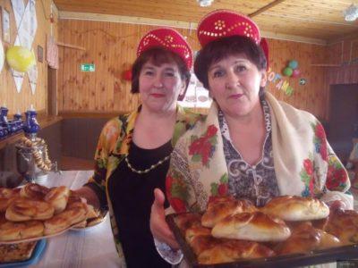 Когда возраст не помеха: в Нейском посёлке Тотомица активисты ТОСа проводят кулинарные мастер-классы для пенсионеров
