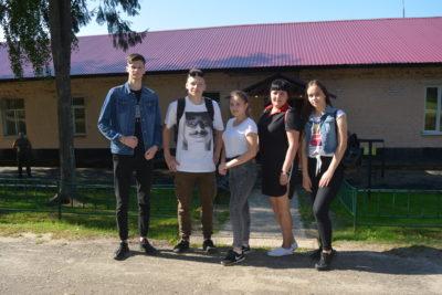 В  День Российского флага ребята из Молодежного правительства побывали в воинской части
