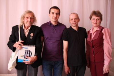 Победители получили призы от комбината «Свеза»