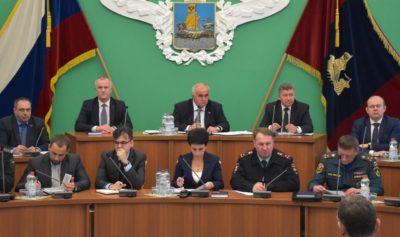 Глава региона потребовал усилить контроль за состоянием дорог и жилищно-коммунальной сферы