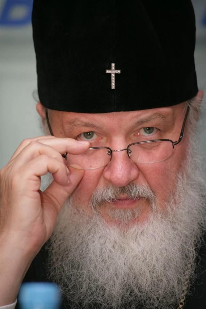 Накануне больших православных праздников патриарх Кирилл призвал верующих молиться дома.