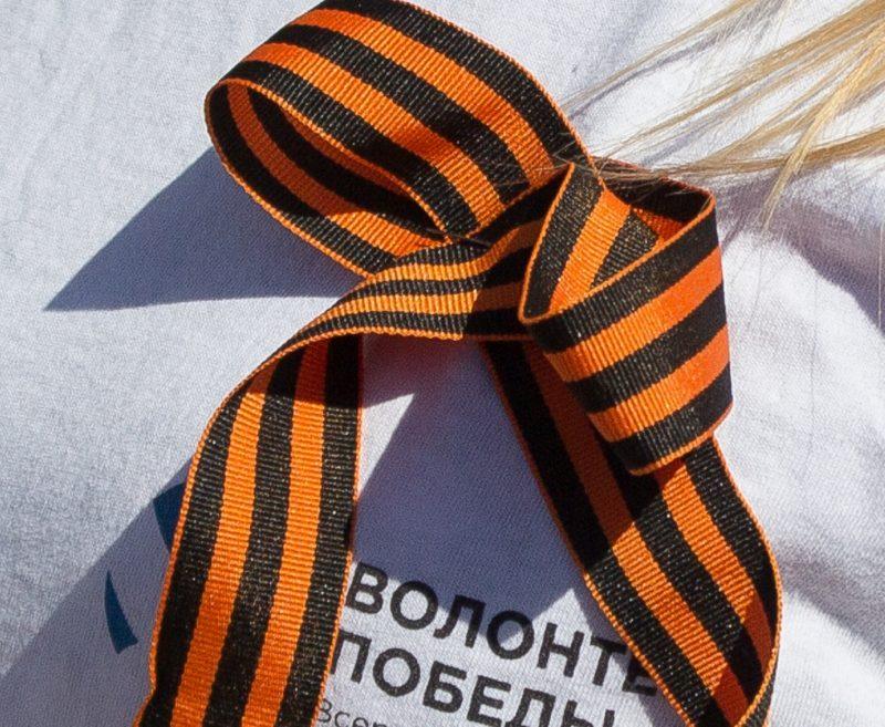 Георгиевская ленточка: на груди символ Победы