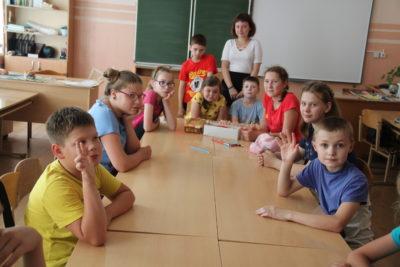 В Мантурове открылись пришкольные лагеря