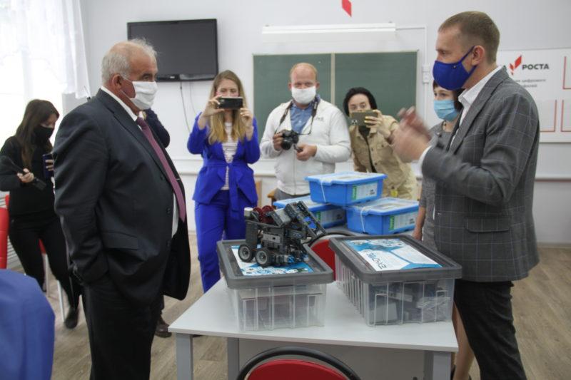 Визиты: Сергей Ситников: «Одна  из приоритетных задач сегодня — сберечь здоровье школьников»