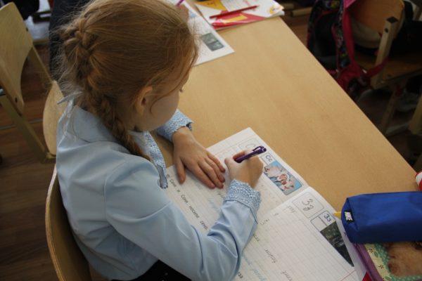 «Прописи юного костромича» помогают первоклассникам освоить грамоту и рассказывают о нашей области