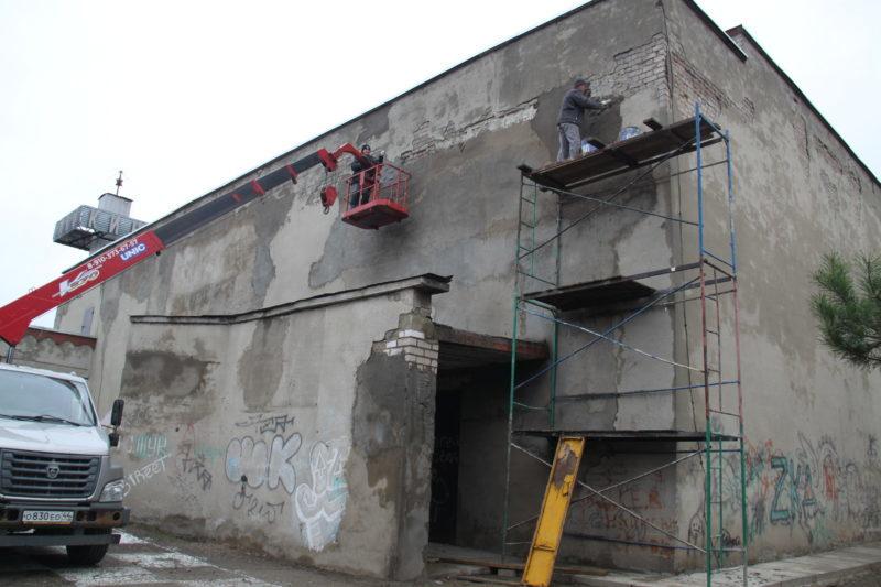 Ремонты: Крышу сдали. Принялись за стены