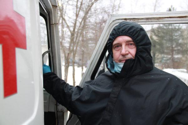 Вперёд в Новый год: Владимир ПЕТУХОВ: «Между приемом и вызовами успеваю только переодеться»