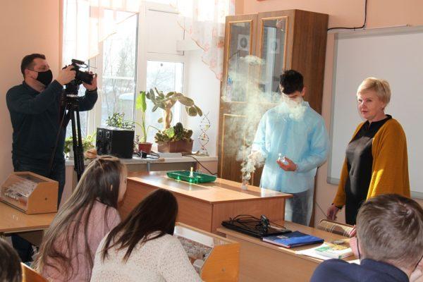 Опытом работы с учениками в школе № 2 заинтересовалось областное телевидение