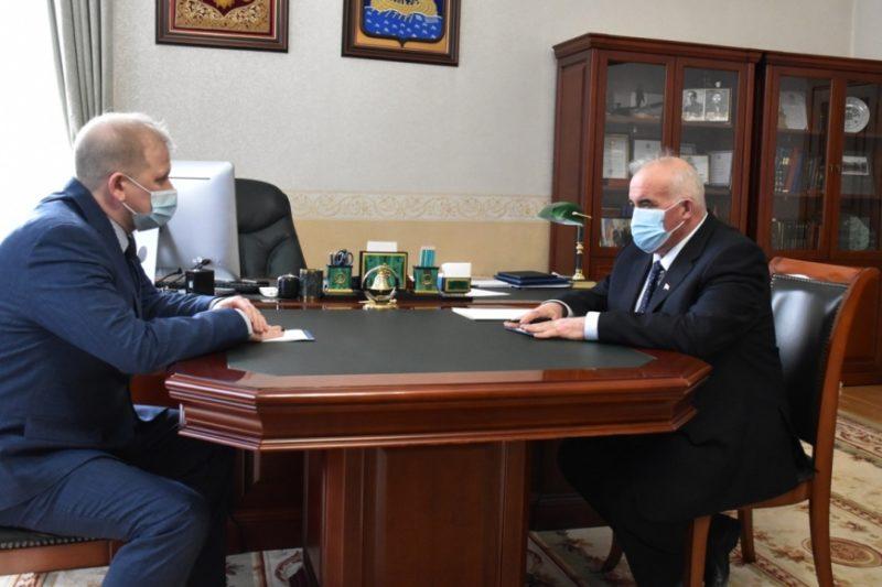 Власть: рабочий момент: Губернатор Сергей Ситников  встретился с Игорем Устюжаниным