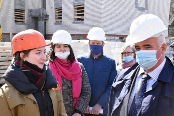 По инициативе губернатора Костромской области Сергея Ситникова этим летом для работы на главных стройках региона будут привлечены студенческие строительные отряды