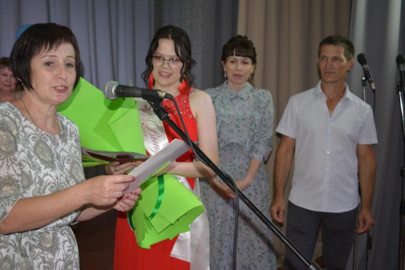 Школа: итоги ЕГЭ: Девять мантуровцев закончили  обучение с медалями