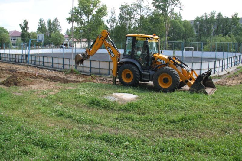 Наш курс — на развитие: В Мантурове приступили к реконструкции  спортивной площадки у лицея № 1