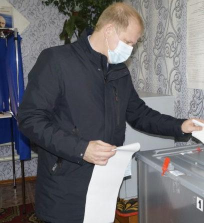 Выборы — 2021: Глава городского округа  Игорь Устюжанин проголосовал в первый день