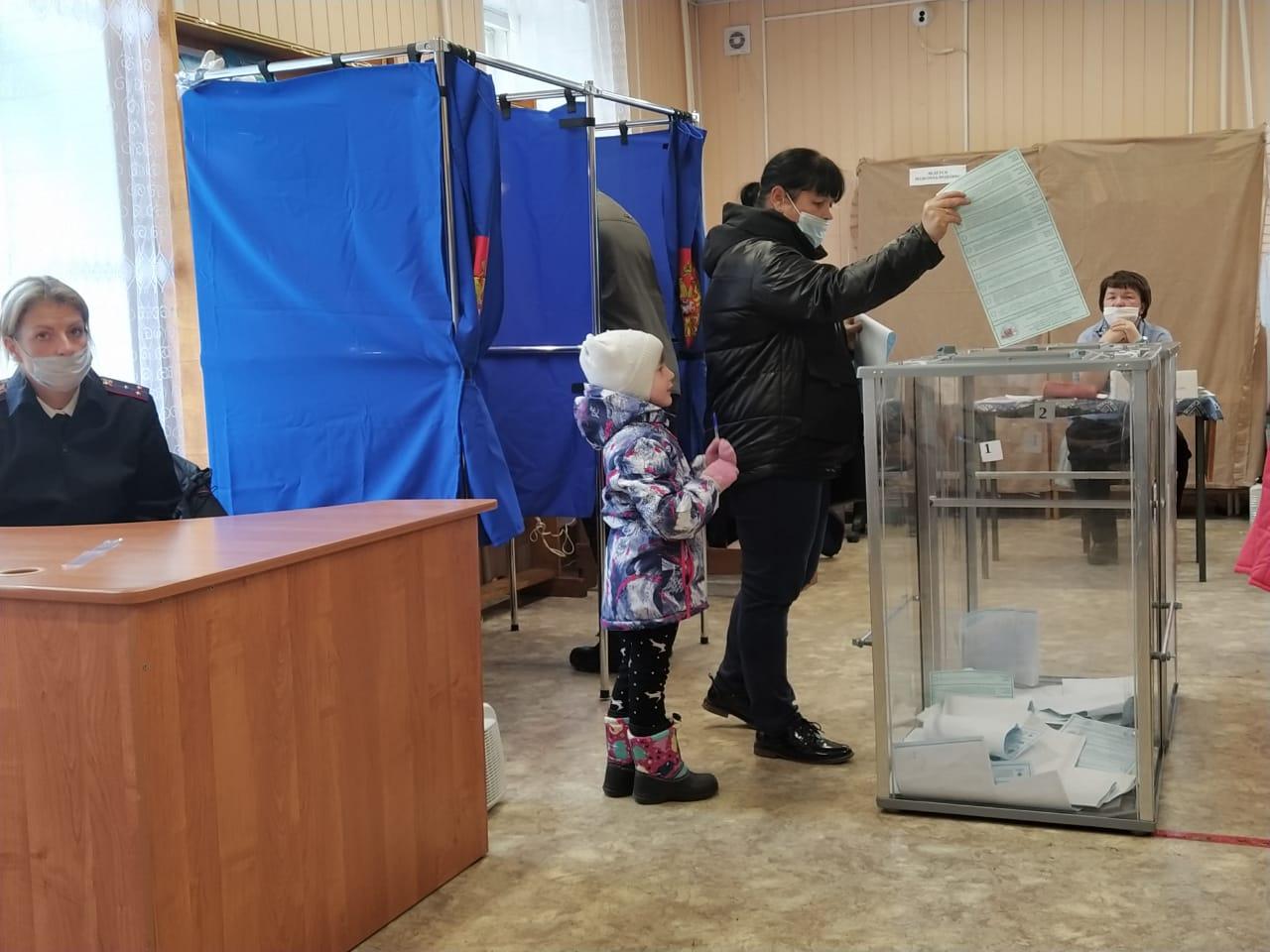 Голосование продолжается. В костромской области идут на участки семьями